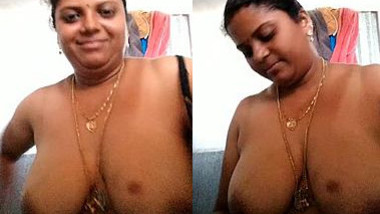 Indian woman with round XXX titties exposes them so shamelessly