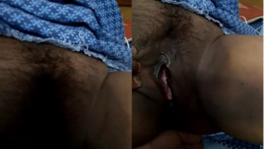 Wife sleeps and Indian man takes advantage of it to film meaty pussy