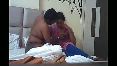 Uncle touching bhabhi's body parts – hidden cam