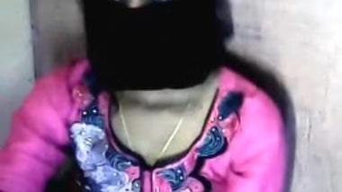 Hyderabadi girl Priyanka hide her face on skype...
